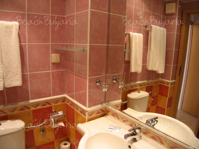 Хотел .COM 8