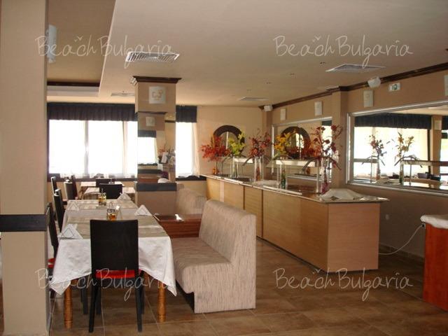 Хотел Авалон12