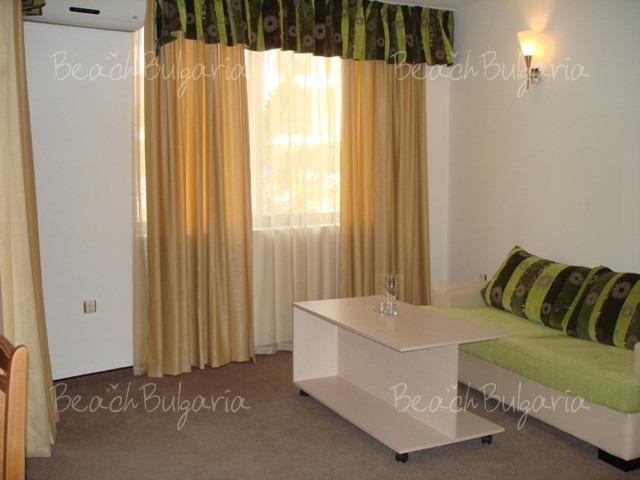Хотел Авалон8