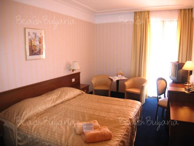 Хотел Империал14