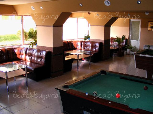 Хотел Наслада 13
