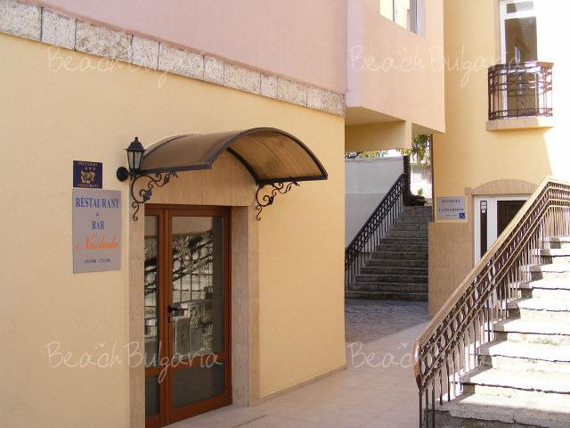 Хотел Наслада 8