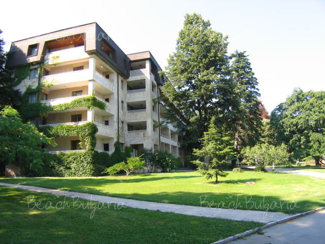 Хотел Лотос17