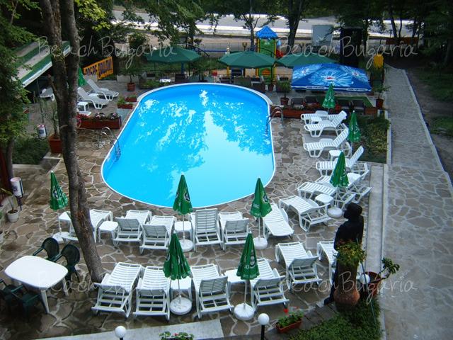 Хотел Ариана 4