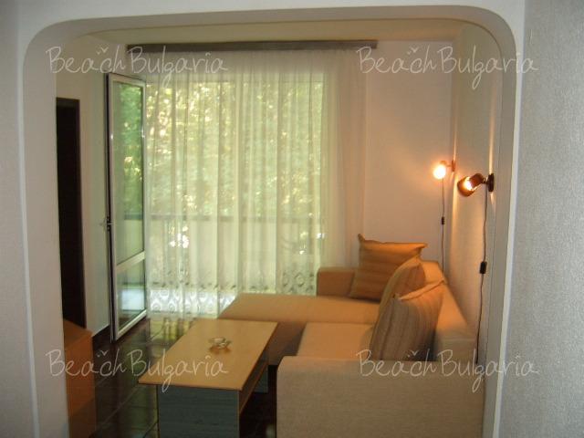 Хотел Ариана 6