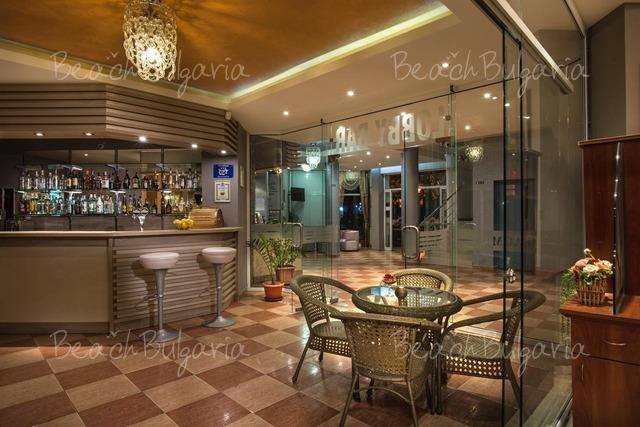 Хотел Флагман 13