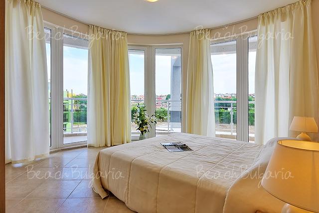 Апарт-хотел Емберли18