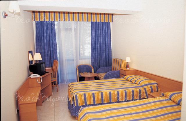 Хотел Лебед8