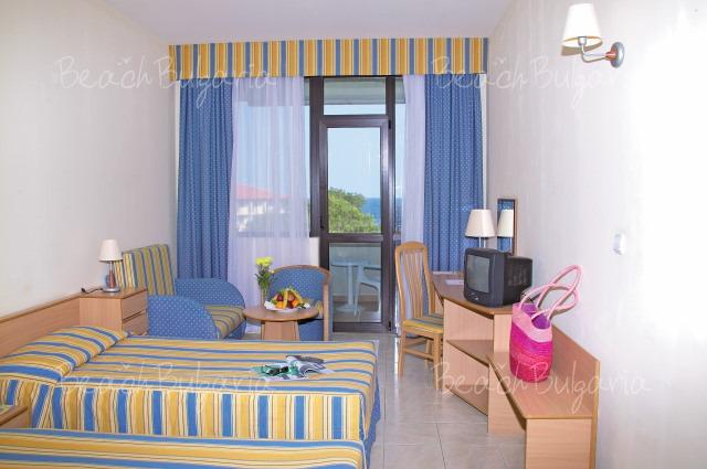 Хотел Лебед9