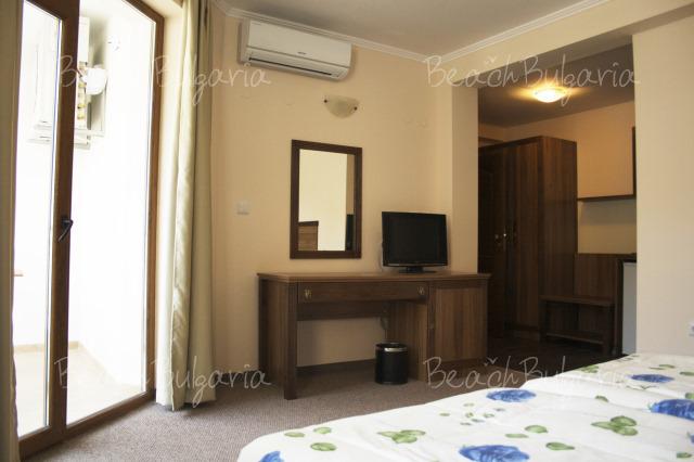Хотел Селена3