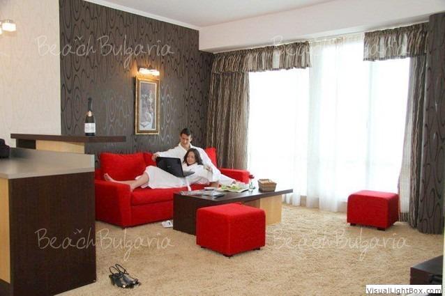 Хотел Калипсо 13