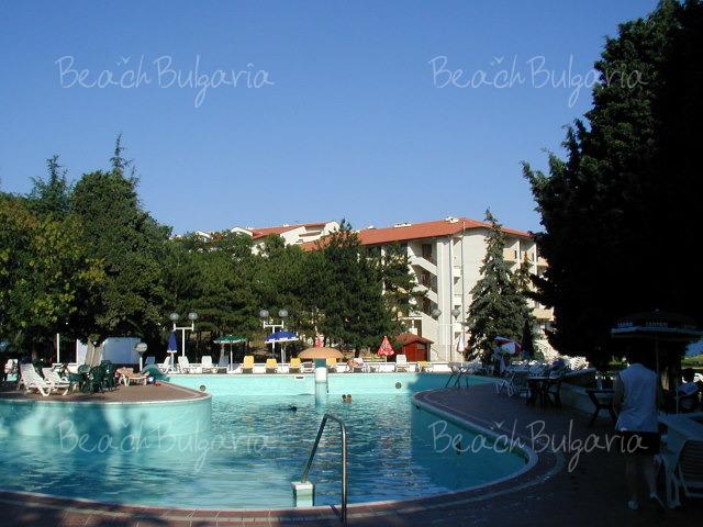 Хотел Долфин18