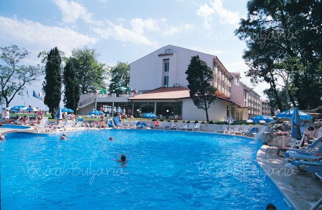 Хотел Долфин19