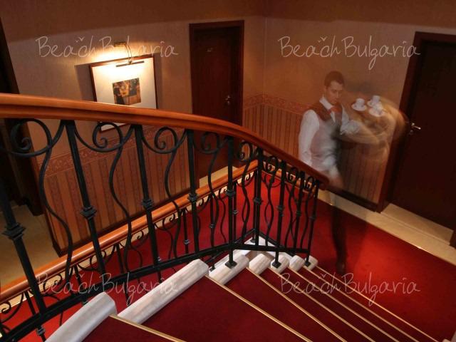 Хотел Капитол4