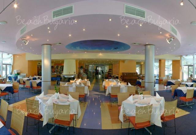 Хотел Корал12
