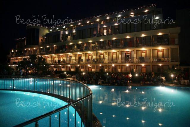 Хотел Корал31