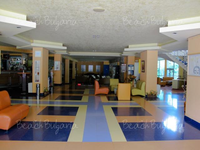 Хотел Корал5