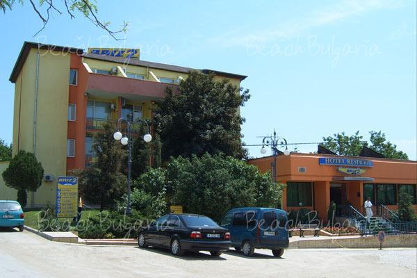 Хотел Бриз 22