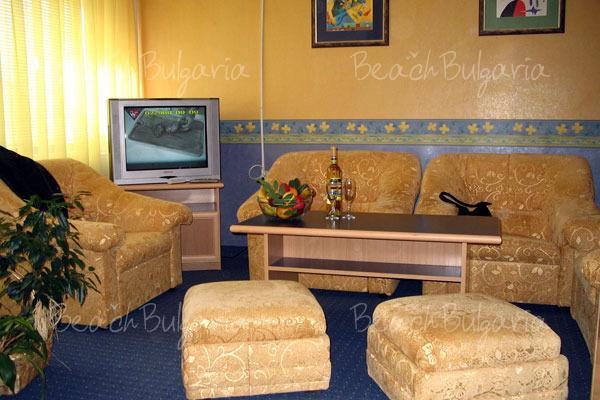 Хотел Бриз 25
