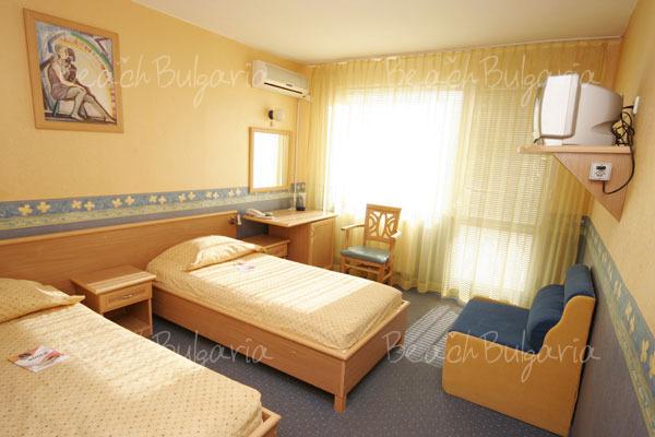 Хотел Бриз 27