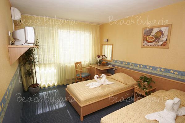 Хотел Бриз 28
