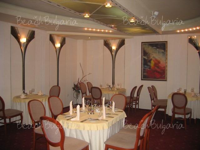 Хотел Реверанс5
