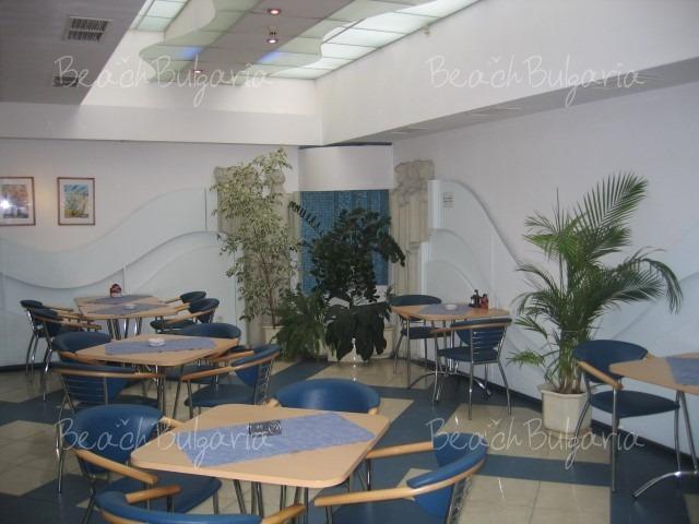 Хотел Реверанс7