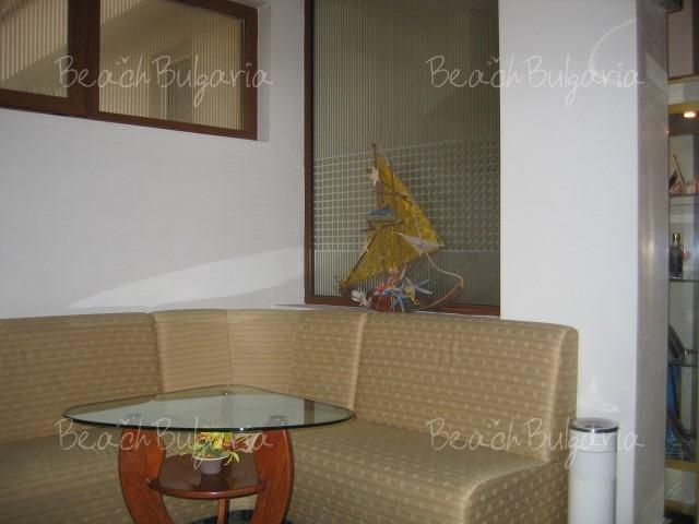 Хотел Реверанс9