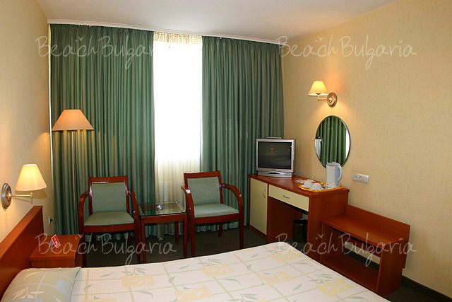 Хотел България4