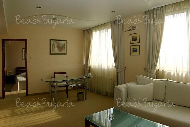 Хотел България7