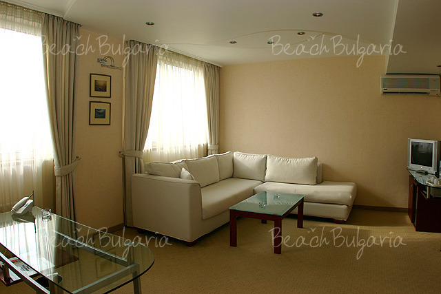 Хотел България8