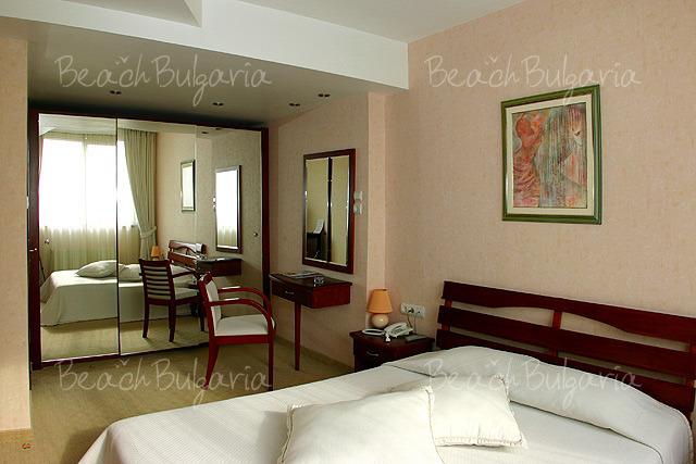 Хотел България9