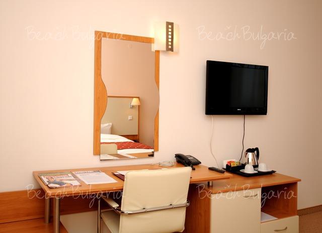 Хотел Doubletree by Hilton Varna11