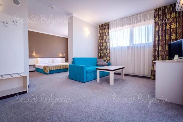 Хотел Оазис дел Маре 10