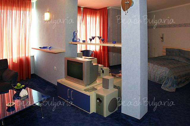 Хотел Мираж 13