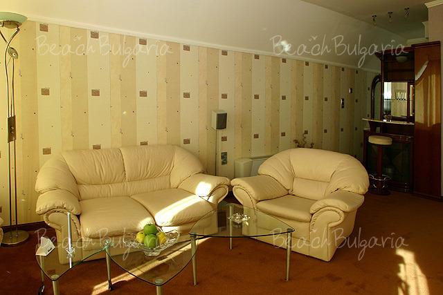 Хотел Мираж 4