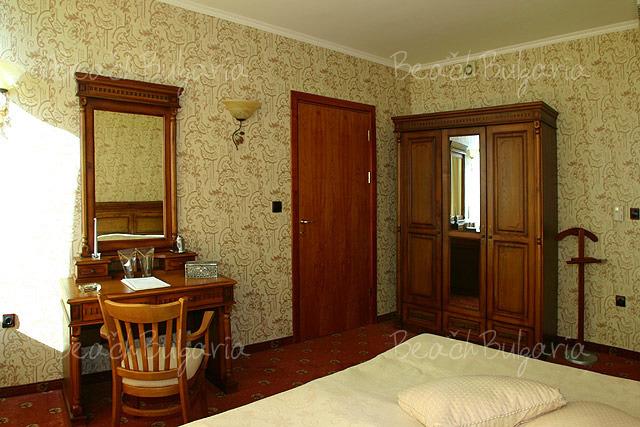 Хотел Мираж 9