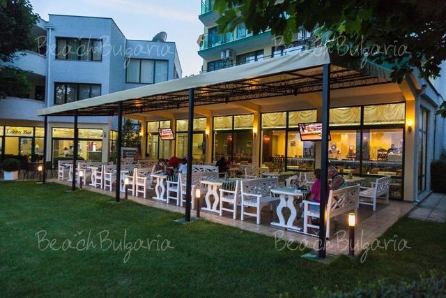 Хотел Славянски14