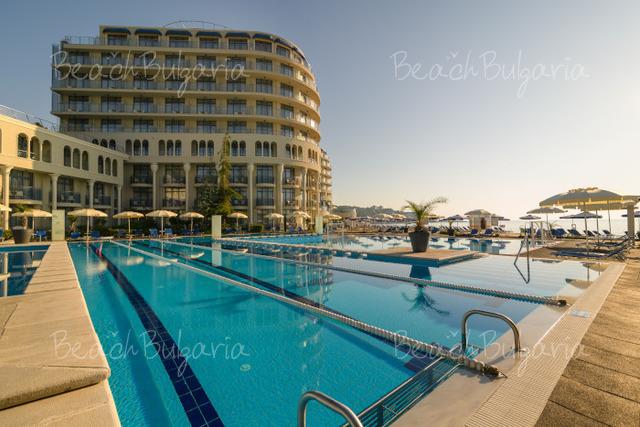 Хотел и SPA Азалия33