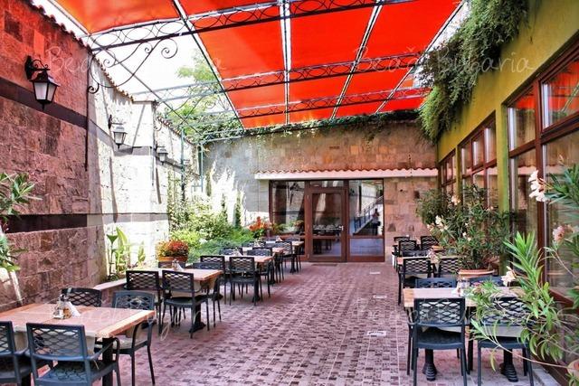 Хотел Кипарисите6