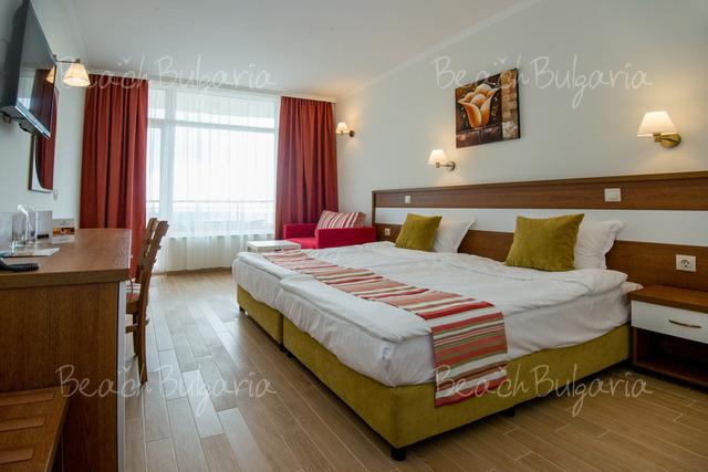 Хотел Мирамар12