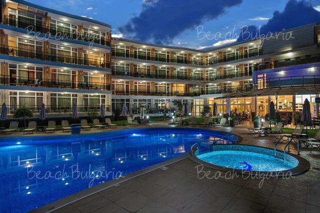 Хотел Мирамар24