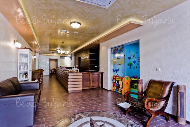 Хотел Galeon Residence & Spa17