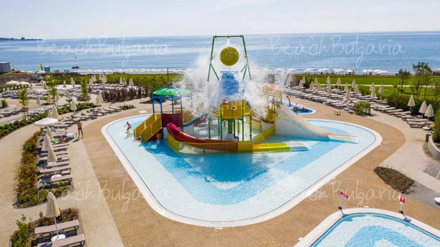 Wave Resort7