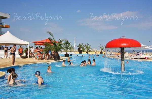Хотел Долфин Марина13