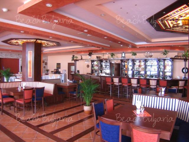 Хотел Селена7