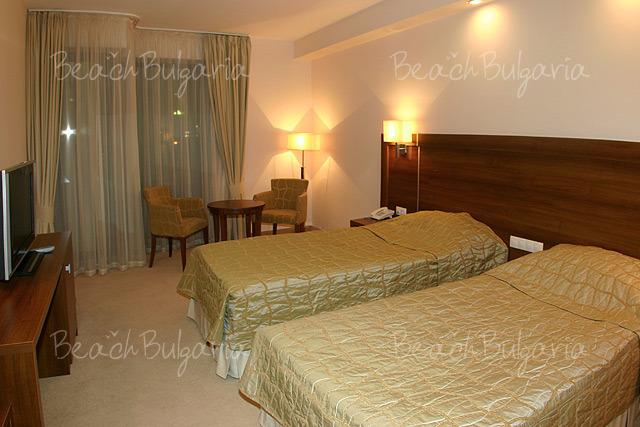 Хотел Бургас 8
