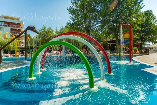 Хотел Империал8