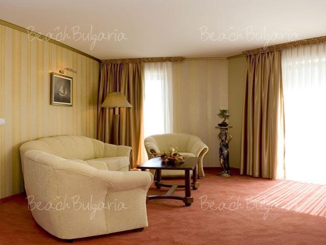 Хотел Мистрал11