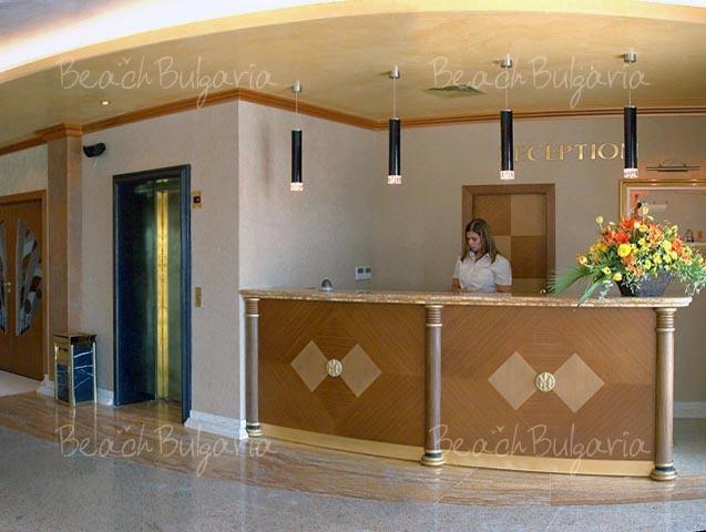 Хотел Мистрал3
